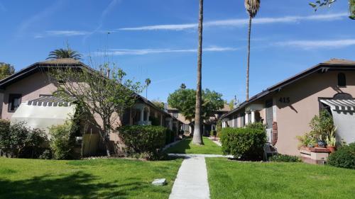 415 Riverdale Drive Photo 1