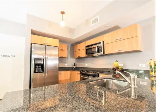 350 S Miami Avenue Photo 1