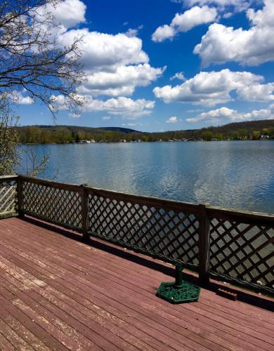 9502 Lakeshore Drive Photo 1