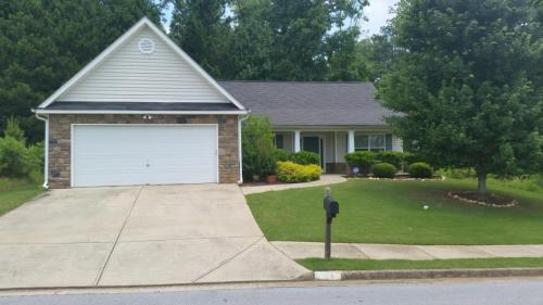 213 Fieldcrest Drive Photo 1