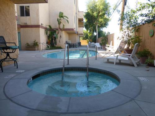22501 Del Valle Street Photo 1