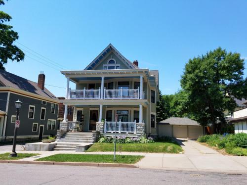 101 Milton Street S Photo 1