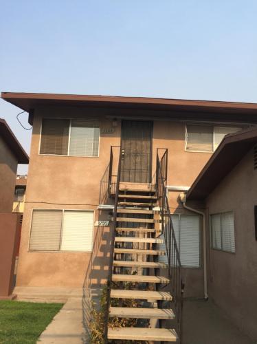 3308 N Maple Avenue Photo 1
