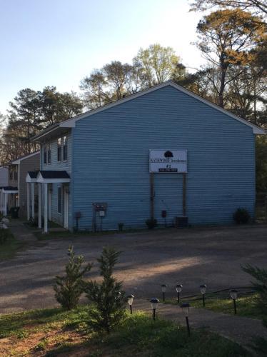 10 Cedar Drive Photo 1
