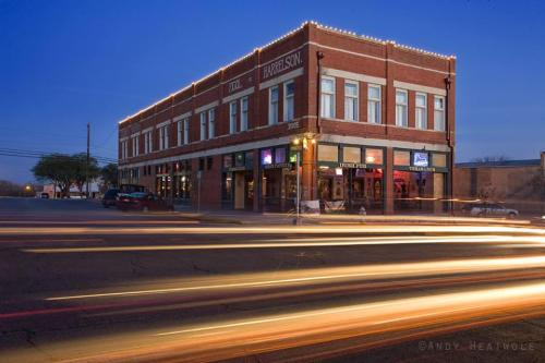202 E San Antonio Street Photo 1