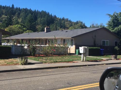 1115 SE Roberts Avenue Photo 1