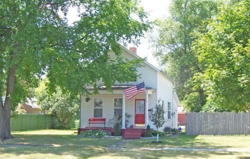 410 Walnut Street Photo 1