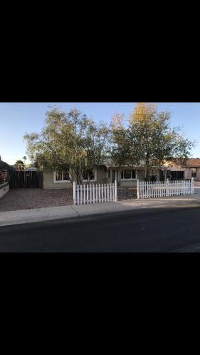 7333 W Cochise Drive Photo 1