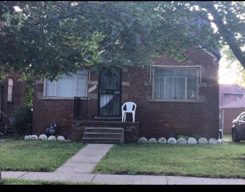 15111 Ferguson Street Photo 1
