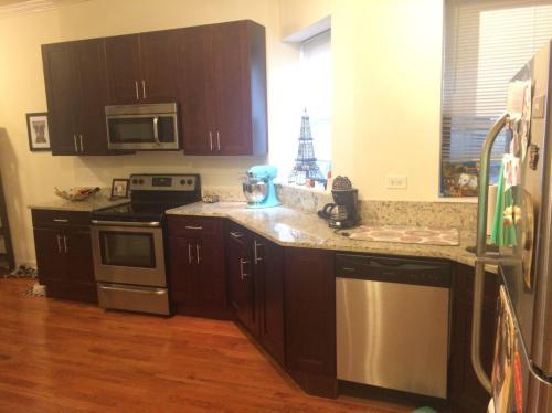 5715 N Kenmore Avenue Photo 1