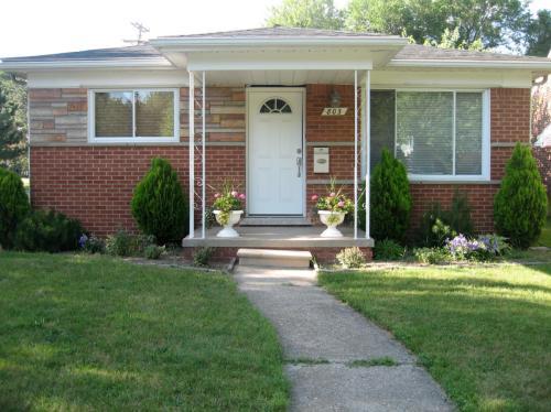 803 E 6th Street Photo 1