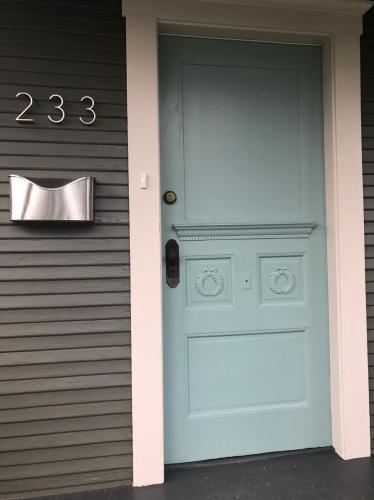 233 NE Stanton Street Photo 1