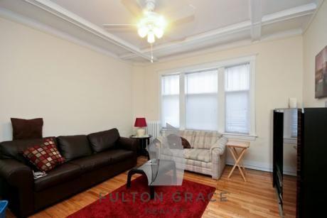 543 W Wellington Avenue Photo 1