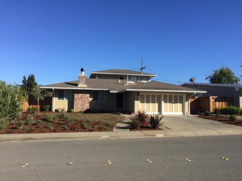 1235 Ridgewood Drive Photo 1