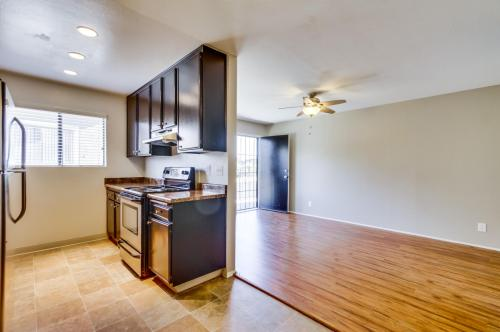 475 S Meadowbrook Drive #8 Photo 1