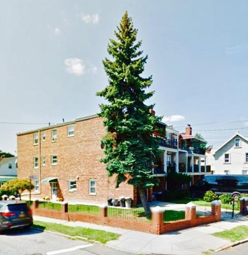 4726 Parsons Boulevard Photo 1