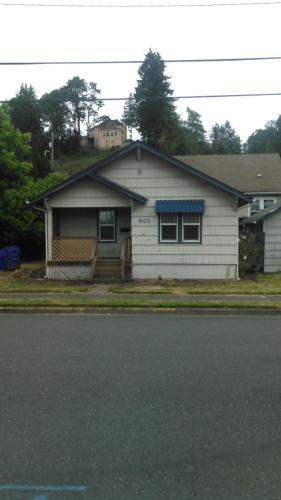 801 Oak Street Photo 1