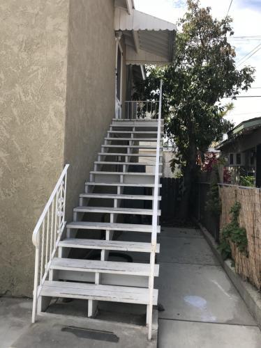 825 W Santa Cruz Street Photo 1