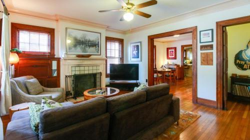 648 Linwood Avenue NE Photo 1