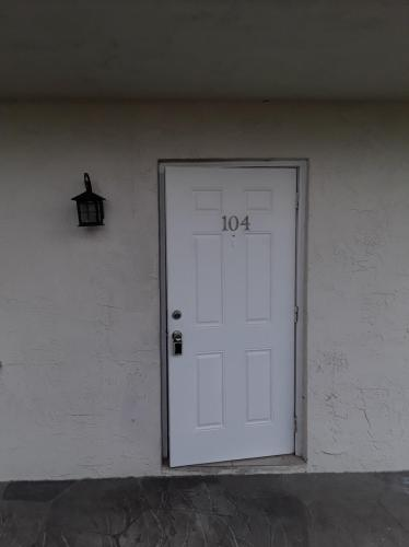 1015 NE 17th Avenue #104 Photo 1