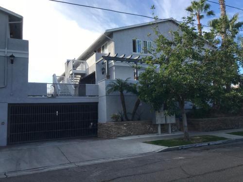 3909 Monroe Avenue Photo 1