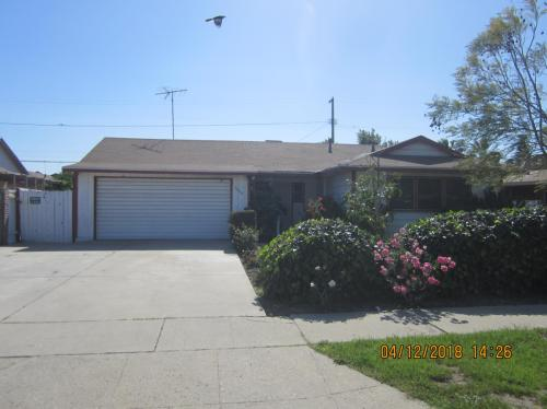 10113 Woodale Avenue Photo 1