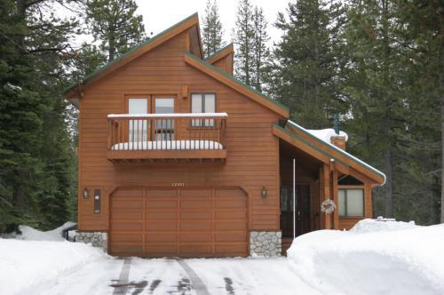 12371 Snowpeak Way Photo 1