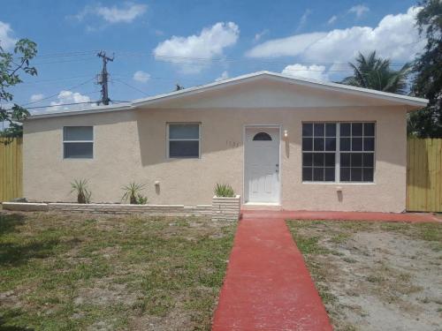 1141 NE 211th Terrace Photo 1