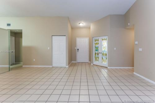 15011 S Waterford Drive Photo 1
