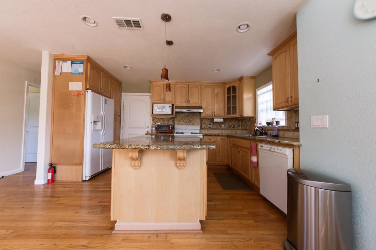 1071 Mango Avenue, Sunnyvale, CA 94087 | HotPads