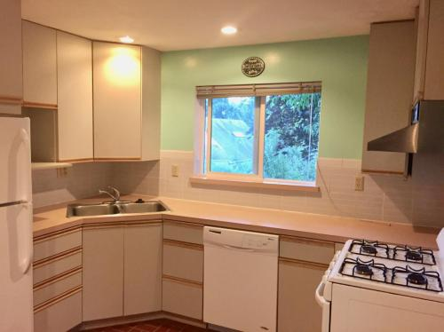 7025 Ravenna Avenue NE Photo 1