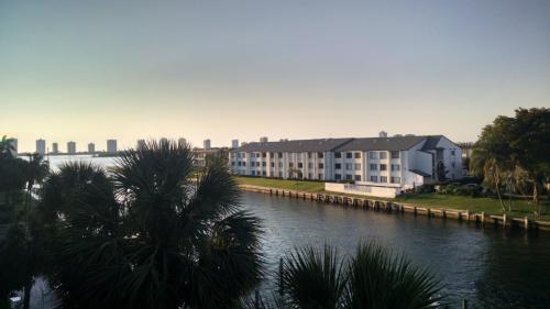 108 Paradise Harbour Boulevard Photo 1