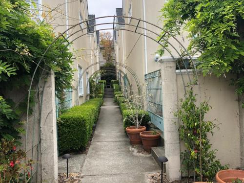 1517 Henry Street Photo 1