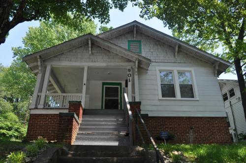 901 Hutton Street Photo 1