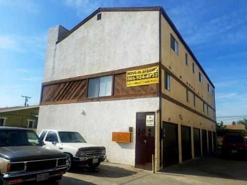 14405 Corby Avenue Photo 1