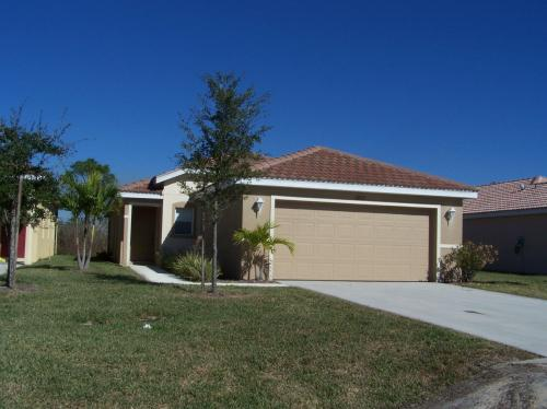 13272 SW Pembroke Circle N Photo 1