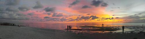 Sunset Drive Photo 1