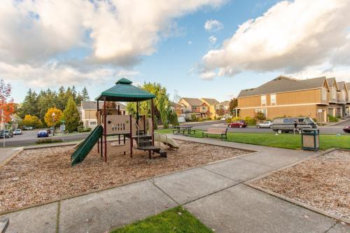 2451 NW Roseburg Terrace Photo 1