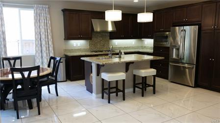 938 Waverly Place Photo 1