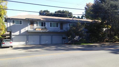 385 Oak Grove Avenue Photo 1
