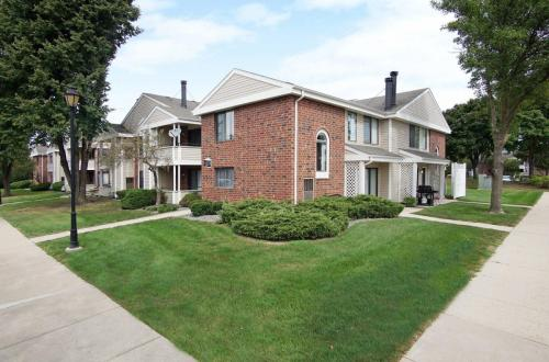 1611 Westminster Drive Photo 1