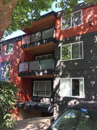 5818 NE 70th Street Photo 1