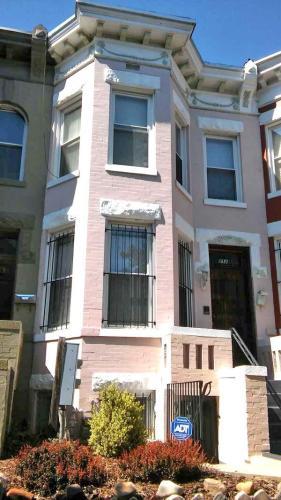 312 G Street NE Photo 1