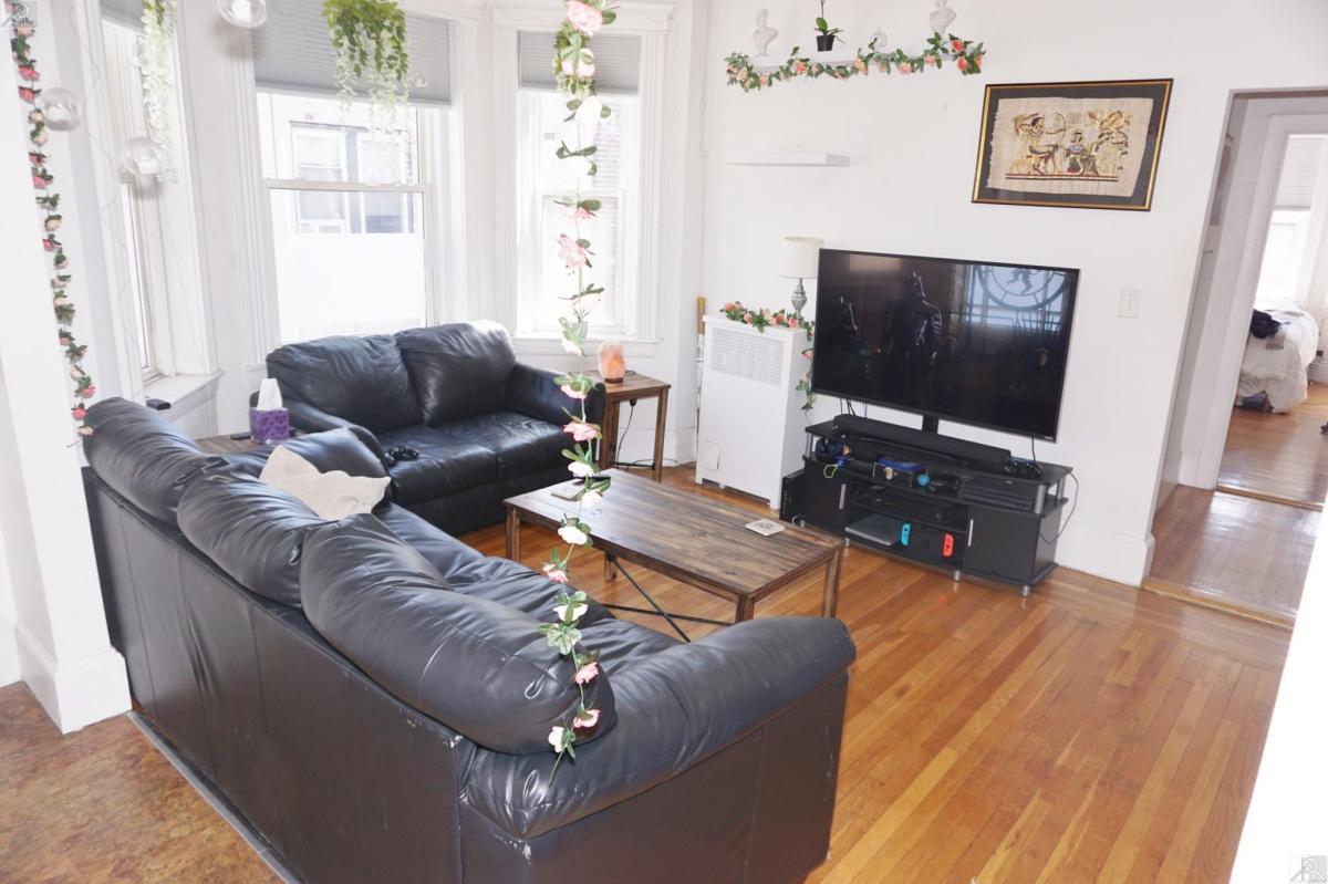 1086 Commonwealth Avenue Apt 502, Boston, MA 02215 | HotPads