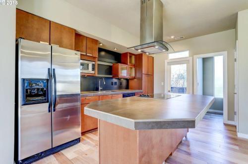 814 NE 63rd Avenue Photo 1