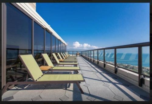1560 N Sandburg Terrace Photo 1