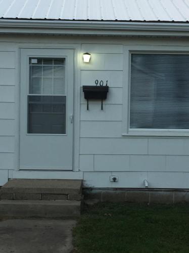 901 N Wesley Street Photo 1