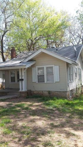 5707 Woodland Avenue Photo 1