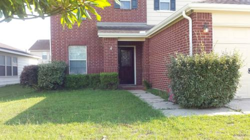 8115 Sanders Forest Court Photo 1