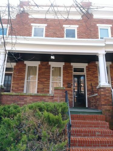 327 Birkwood Place Photo 1